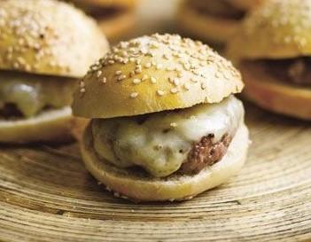 Mini cheese burger - 3,00 cada - mínimo 20 un.