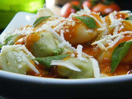 Gnocchi ao molho pomodoro e manjericão (400g)