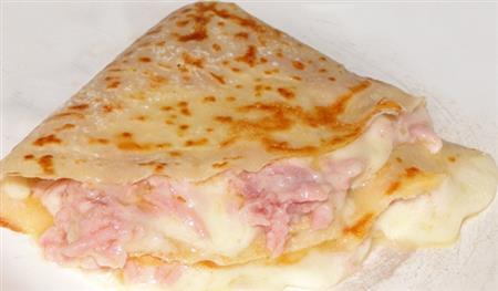 Crêpe de presunto e queijo
