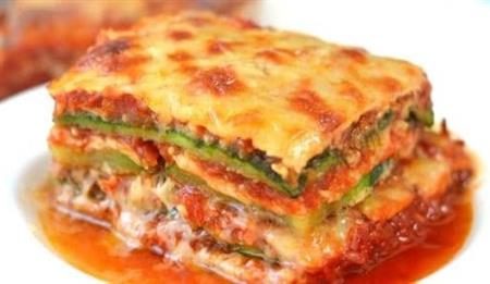 Lasagna com zucchini ao pesto e molho pomodoro (1kg)